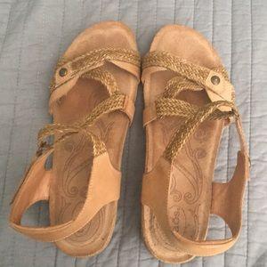 Toas sandals